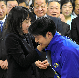 鈴木直道知事 経歴